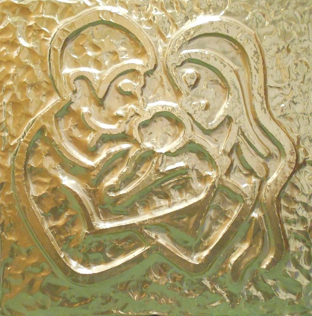La Famiglia, un gruppo di persone unite in una comunità di affetti, che dona ai suoi membri protezione e solidarietà permettendo ai figli di costruire ed esprimere la loro identità - ottone - Claudio Bobbi, 2018