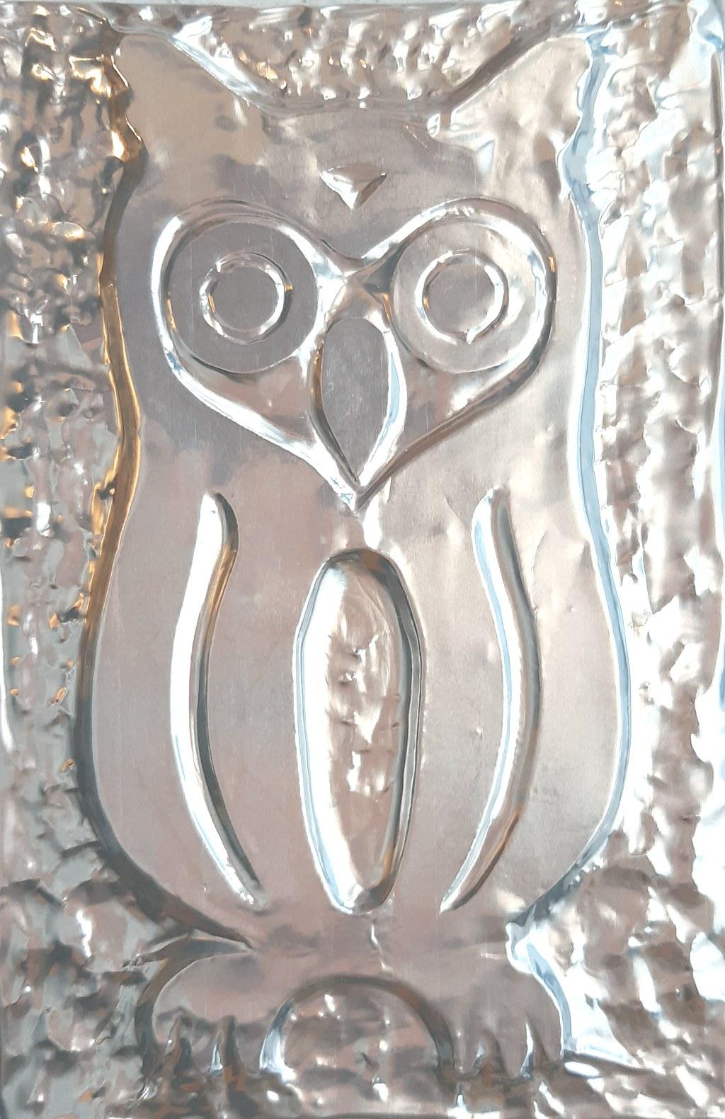 il Gufetto - versione scherzosa e scaramantica del Gufo, quest'ultimo considerato portatore di sfortuna; il bassorilievo rappresenta il Gufetto nei suoi tratti generali, il gufetto è spesso oggetto di collezione - lamina di alluminio - Claudio Bobbi - 2020
